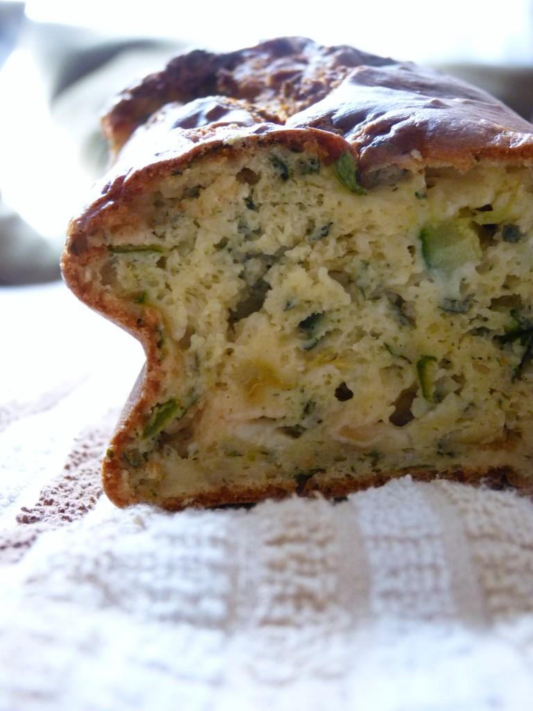 Cake courgette, pélardon, menthe