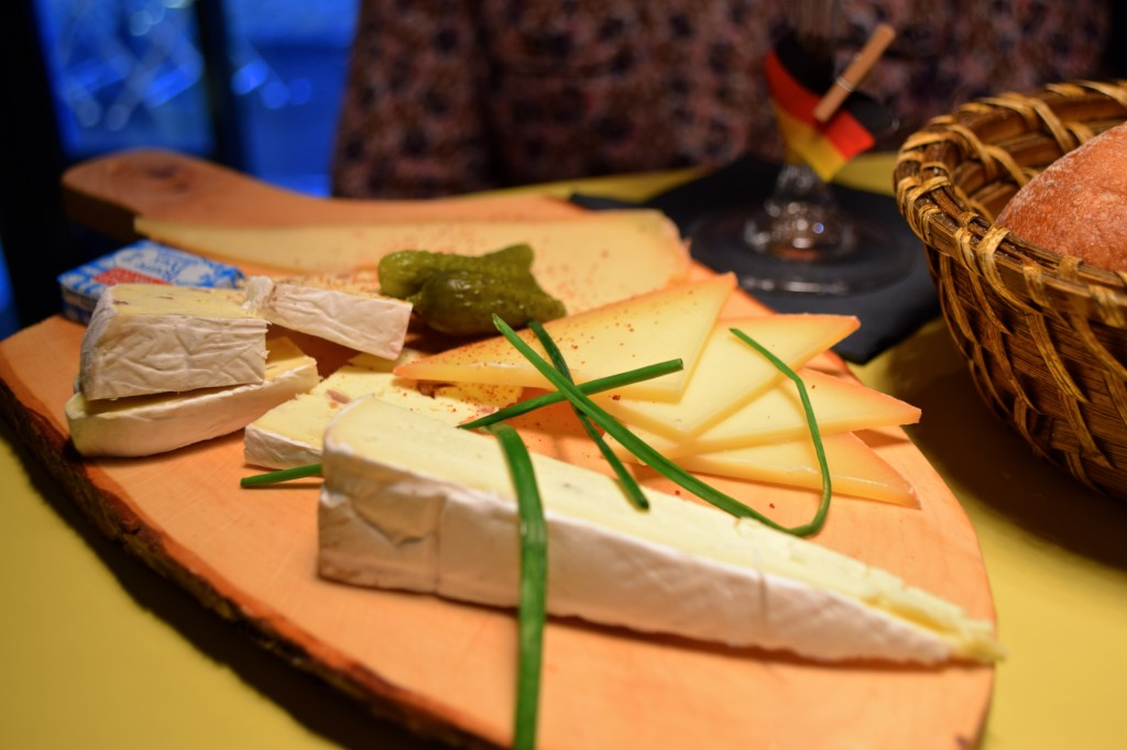 Black forest society lyon planche fromage