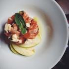 Salmon tartar with gorgonzola and mint