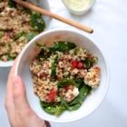 Salade de Quinoa aux Pousses d'Épinard, Grenade, Feta & Raisins