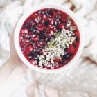 2 Idées Rapides de Petit-Déjeuner Sain - Smoothie Bowl aux Fruits Rouges