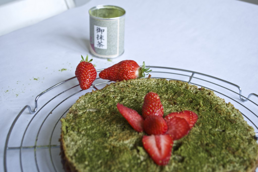 matcha cheesecake and Gariguette strawberry