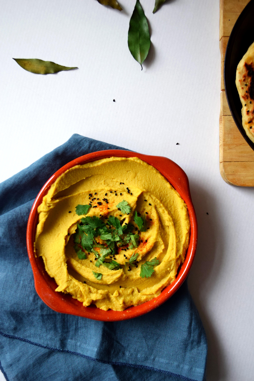 Naans & houmous de lentilles corail, coco, curry