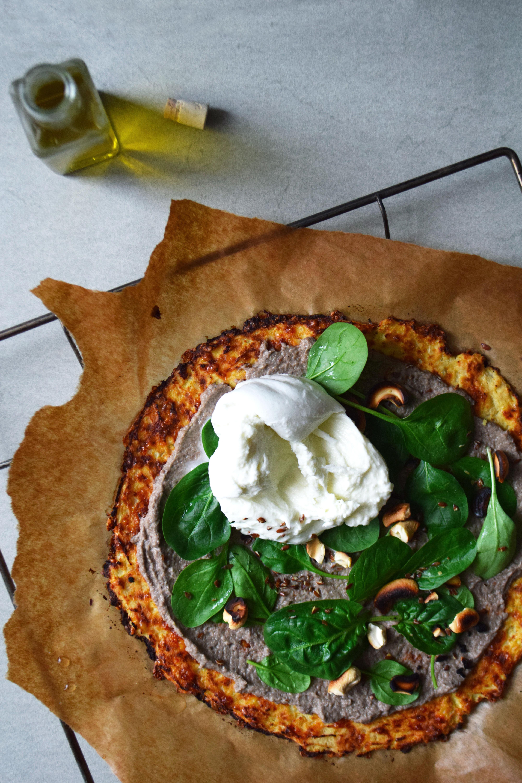 Pizza de chou-fleur, crème de champignons à la truffe, Burrata crémeuse