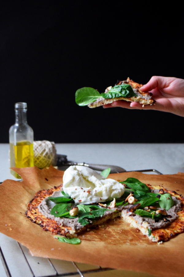 Pizza de chou fleur creme de champignons truffe burratta cremeuse
