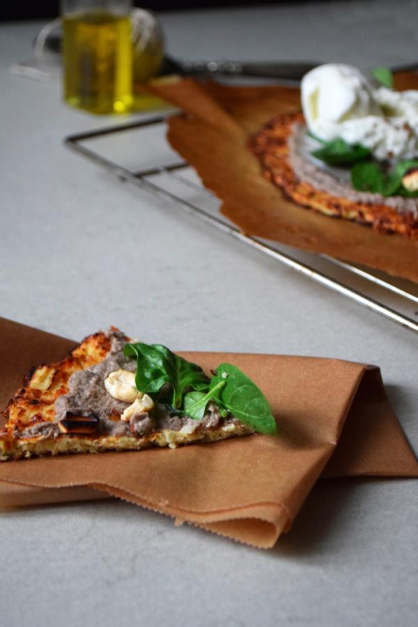 Pizza de chou fleur creme de champignons truffe burratta cremeuse part