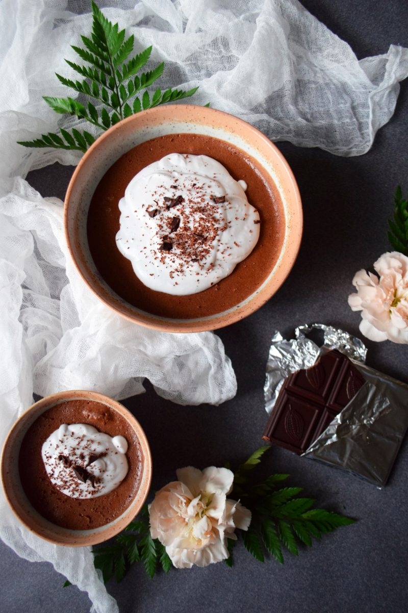 Mousse au chocolat cru lavande sans sucre chantilly noix de coco