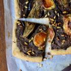 Tarte fine aux aubergines, thym & fromage Pélardon