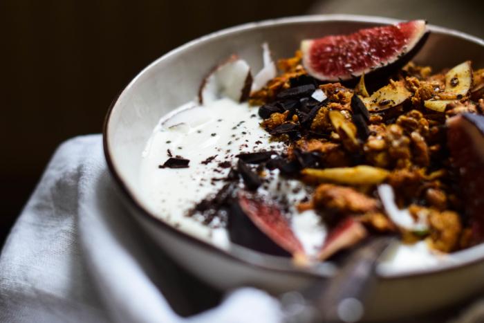 Granola d'automne à la patate douce, épices & graines