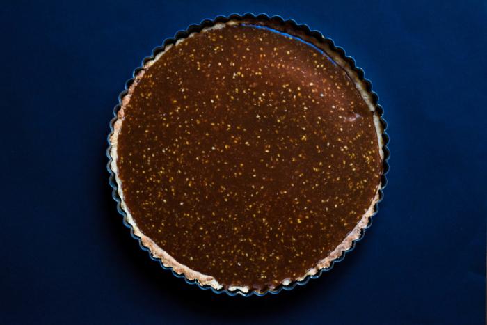 Tarte caramel salé, chocolat & sésame
