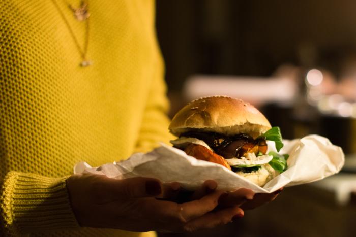 Burger d'automne au potimarron & fondue d'oignon au Calvados