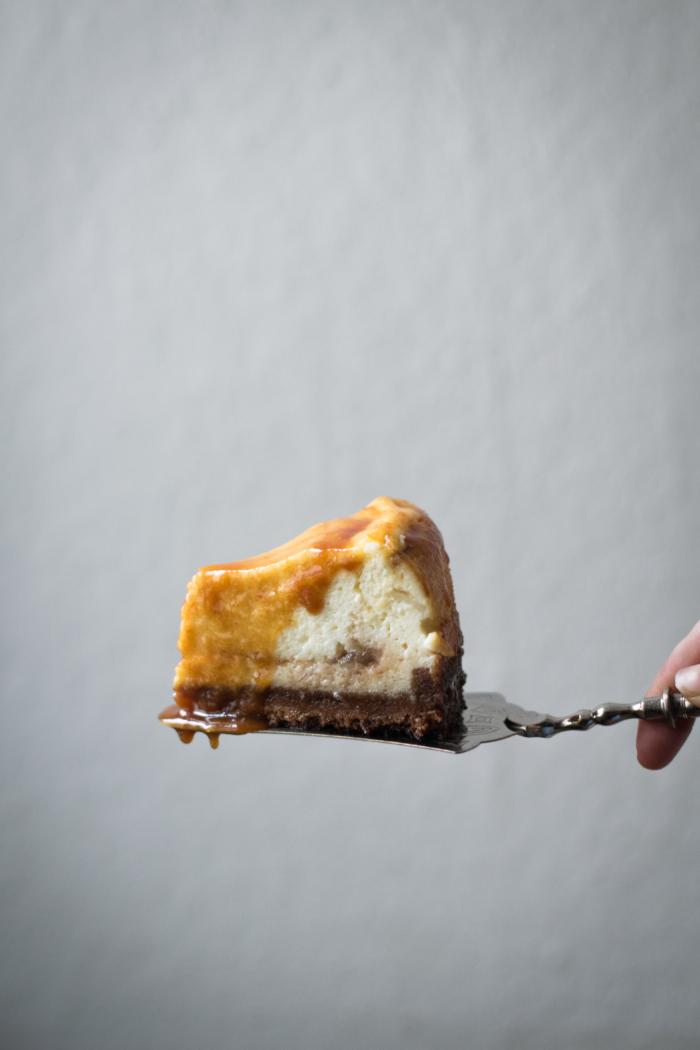 Cheesecake au Chèvre Frais, Pommes et Sauce Caramel