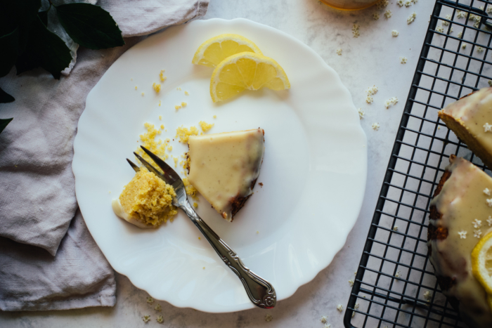 Cake de Polenta au Citron & Ganache Sureau Chocolat Blanc