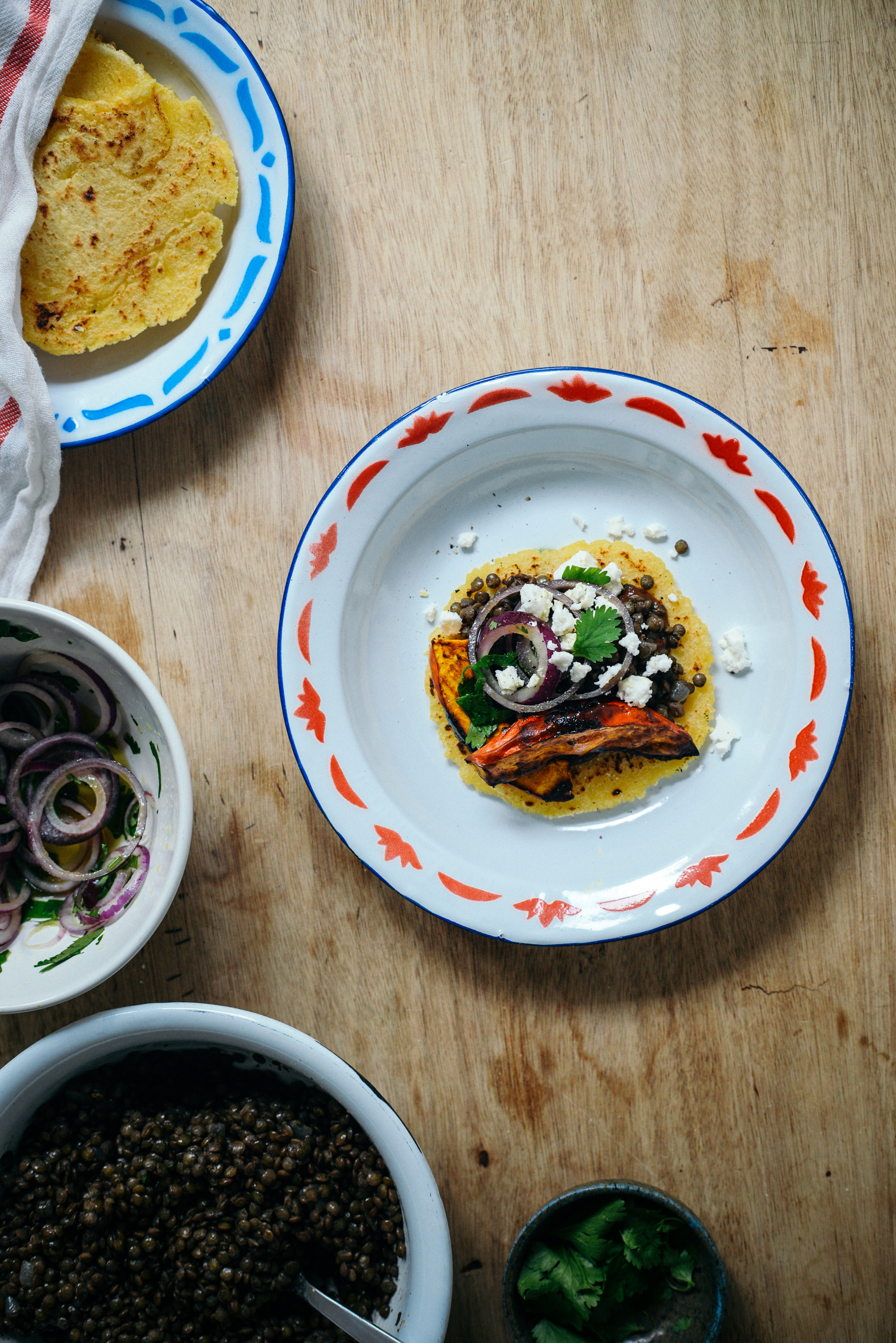 Tortillas au Potimarron Rôti, Lentilles & Sauce au Chocolat